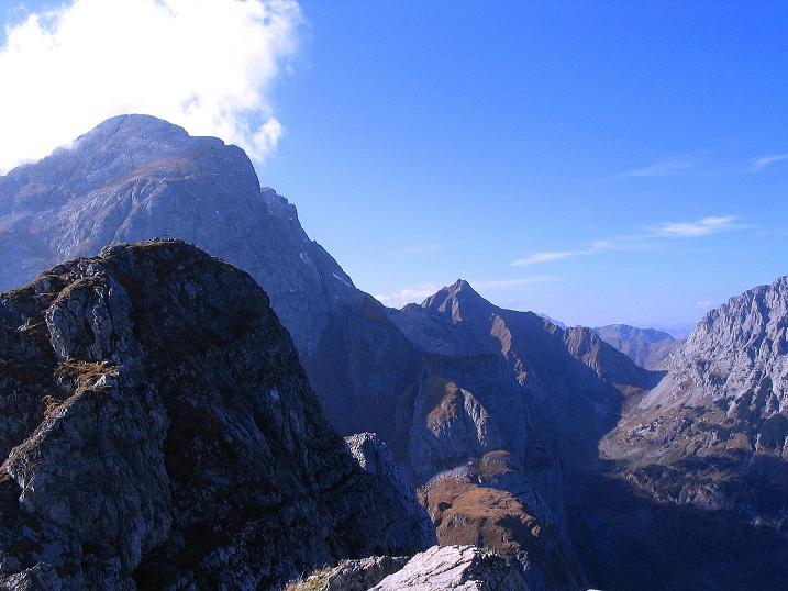 Foto: Andreas Koller / Klettersteig Tour / Cellon Stollen und Steinbergerweg (2241 m) / Blick nach W zum kolinkofel (2691 m) und zum Rauchkofel (2460 m) / 23.10.2008 01:02:57