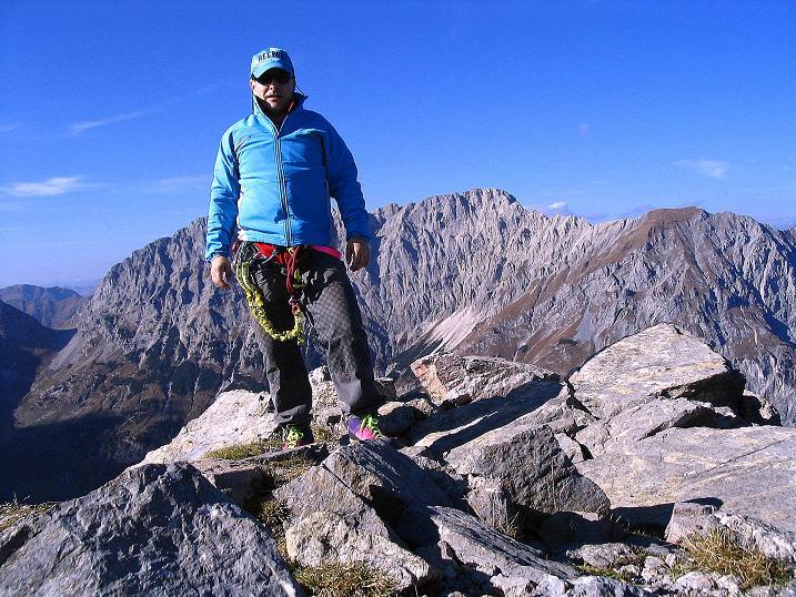 Foto: Andreas Koller / Klettersteig Tour / Cellon Stollen und Steinbergerweg (2241 m) / Am Frischenkofel mit Blick gegen Gamskofel (2526 m) im NW / 23.10.2008 01:01:52