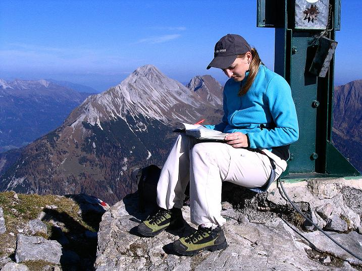 Foto: Andreas Koller / Klettersteig Tour / Cellon Stollen und Steinbergerweg (2241 m) / Eintrag ins Gipfelbuch / 23.10.2008 01:00:43