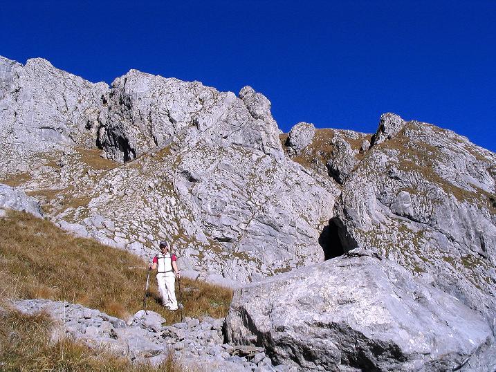 Foto: Andreas Koller / Klettersteig Tour / Cellon Stollen und Steinbergerweg (2241 m) / Abstieg unter den W-Wänden des Frischenkofels / 23.10.2008 00:58:38