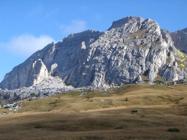 Foto: Manfred Karl / Kletter Tour / Via Gianleo IV / Croda Negra, teilweise verdeckt durch den Vorbau, der über rechts (gelb strichliert) umgangen wird / 23.10.2008 21:43:31