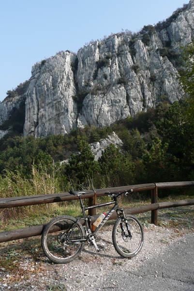 Foto: Lenswork.at / Ch. Streili / Mountainbike Tour / Torbole - Dosso dei Roveri - Navene / 27.10.2008 14:23:19