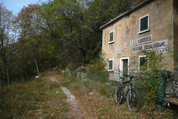 Foto: Lenswork.at / Ch. Streili / Mountainbike Tour / Torbole - Dosso dei Roveri - Navene / 27.10.2008 14:21:39