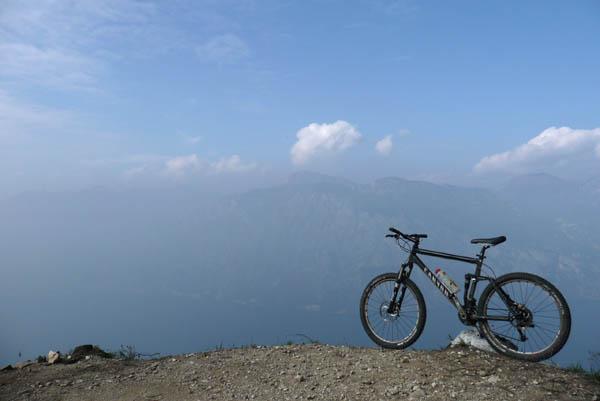 Foto: Lenswork.at / Ch. Streili / Mountainbike Tour / Torbole - Dosso dei Roveri - Navene / 27.10.2008 14:21:03