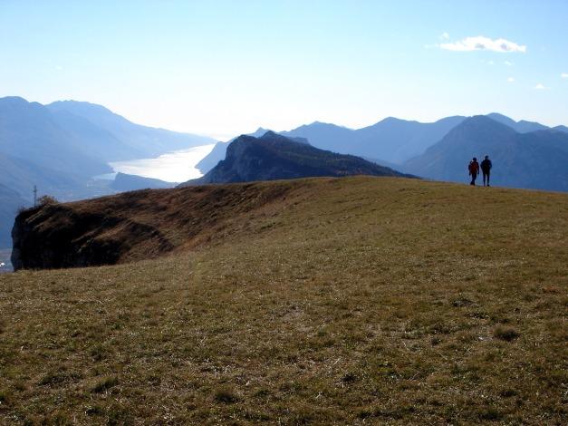 Foto: Manfred Karl / Klettersteig Tour / Via ferrata Ernesto Che Guevara / Blick vom höchsten Punkt zum Gardasee / 28.10.2008 11:07:16