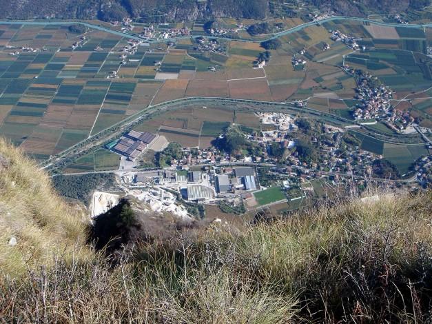 Foto: Manfred Karl / Klettersteig Tour / Via ferrata Ernesto Che Guevara / Tiefblick nach Pietramurata / 28.10.2008 11:10:13