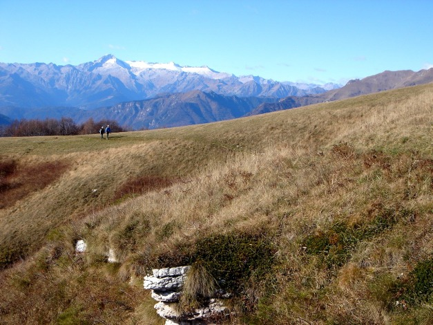 Foto: Manfred Karl / Klettersteig Tour / Via ferrata Ernesto Che Guevara / Die flachen Wiesen nach dem langen Klettersteig laden zum Bummeln und Schauen ein / 28.10.2008 11:15:32