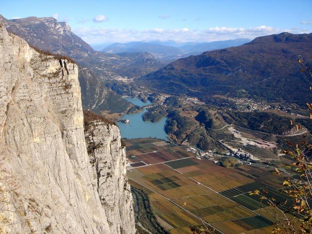 Foto: Manfred Karl / Klettersteig Tour / Via ferrata Ernesto Che Guevara / Die scharfen Kontraste machen die gesamte Tour zu einem landschaftlichen Erlebnis / 28.10.2008 11:17:14