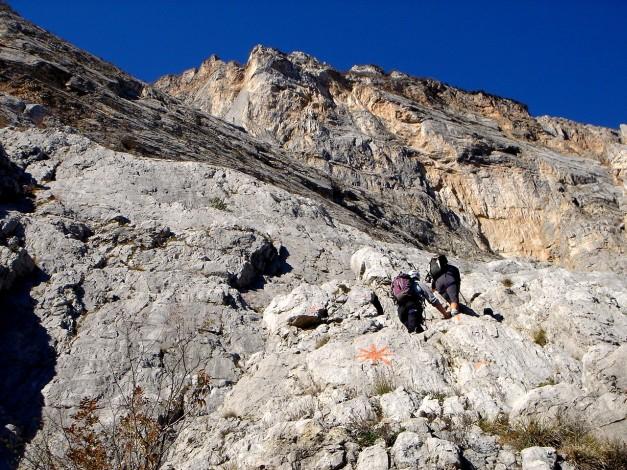Foto: Manfred Karl / Klettersteig Tour / Via ferrata Ernesto Che Guevara / Der Klettersteig führt in sehr geschickter Linie durch die steile Wand / 28.10.2008 11:20:32