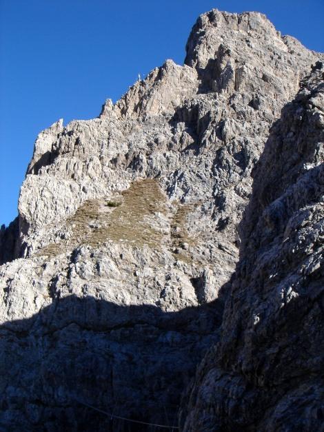 Foto: Manfred Karl / Klettersteig Tour / Madonnen - Klettersteig / Kurz vor der Hängebrücke hat man einen guten Überblick über den weiteren Verlauf des Klettersteiges / 28.10.2008 19:04:21