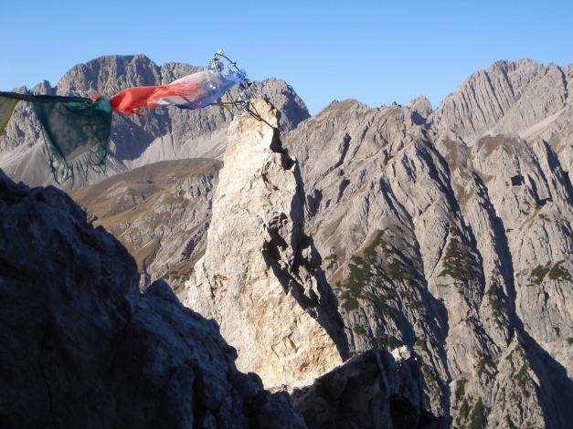 Foto: Manfred Karl / Klettersteig Tour / Madonnen - Klettersteig / Der namensgebende Felsturm / 28.10.2008 19:00:03