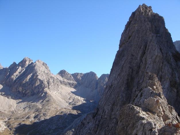 Foto: Manfred Karl / Klettersteig Tour / Madonnen - Klettersteig / Markanter Wächter über dem Kerschbaumertörl: Der Törlspitz, auf den ebenfalls ein kurzer Klettersteig führt / 28.10.2008 18:56:45