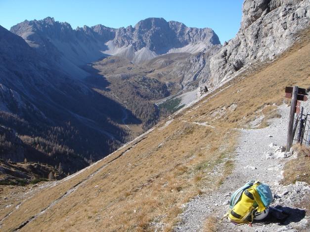 Foto: Manfred Karl / Klettersteig Tour / Madonnen - Klettersteig / Blick vom Kerschbaumertörl in den schönen Kessel der Kerschbaumeralm / 28.10.2008 18:55:35