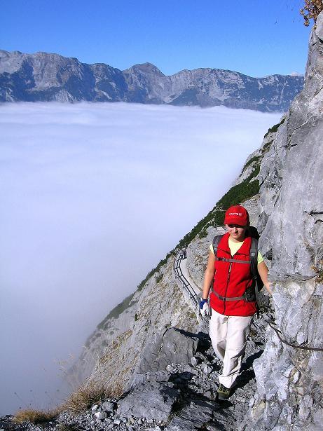 Foto: Andreas Koller / Klettersteig Tour / Hochkogelklettersteig (2303m) / Kurz nach dem Einstieg auf dem Felsenweg des Hochkogelsteigs / 28.10.2008 22:34:43