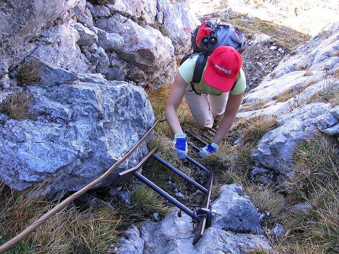 Foto: Andreas Koller / Klettersteig Tour / Hochkogelklettersteig (2303m) / Im Kamin mit der schiefen Leiter / 28.10.2008 22:28:28
