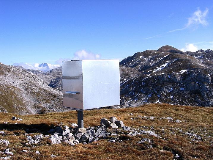 Foto: Andreas Koller / Klettersteig Tour / Hochkogelklettersteig (2303m) / Eigenartiges Zeichen am Hochkogel-Gipfel / 28.10.2008 22:24:47