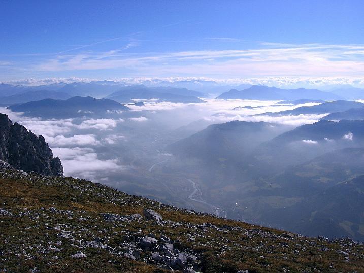 Foto: Andreas Koller / Klettersteig Tour / Hochkogelklettersteig (2303m) / Der Nebel reißt über dem Salzachtal bei Bischofshofen auf / 28.10.2008 22:24:19