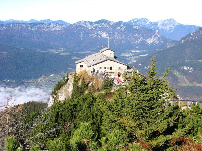 Foto: Andreas Koller / Klettersteig Tour / Klettersteig Mandlgrat / Mannlgrat auf den Hohen Göll (2522m) / Das geschichtsträchtige Kehlsteinhaus vom Kehlstein-Gipfel / 30.10.2008 17:27:10