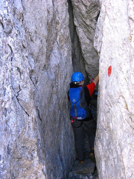Foto: Andreas Koller / Klettersteig Tour / Klettersteig Mandlgrat / Mannlgrat auf den Hohen Göll (2522m) / In dem Felsspalt wird es eng / 30.10.2008 17:22:35