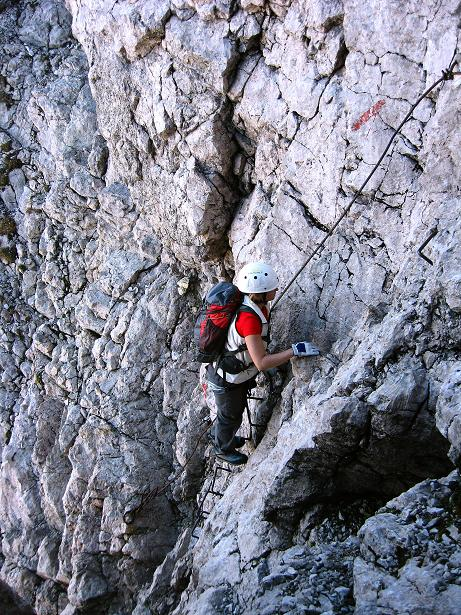 Foto: Andreas Koller / Klettersteig Tour / Klettersteig Mandlgrat / Mannlgrat auf den Hohen Göll (2522m) / Steigbügeln und Drahtseile in der steilen Schlusswand / 30.10.2008 17:15:03