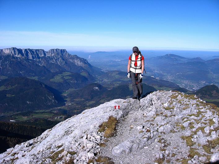 Foto: Andreas Koller / Klettersteig Tour / Klettersteig Mandlgrat / Mannlgrat auf den Hohen Göll (2522m) / Übers Göllleiten mit Blick auf den Untersberg (1972 m) und nach Salzburg im N / 30.10.2008 17:12:06