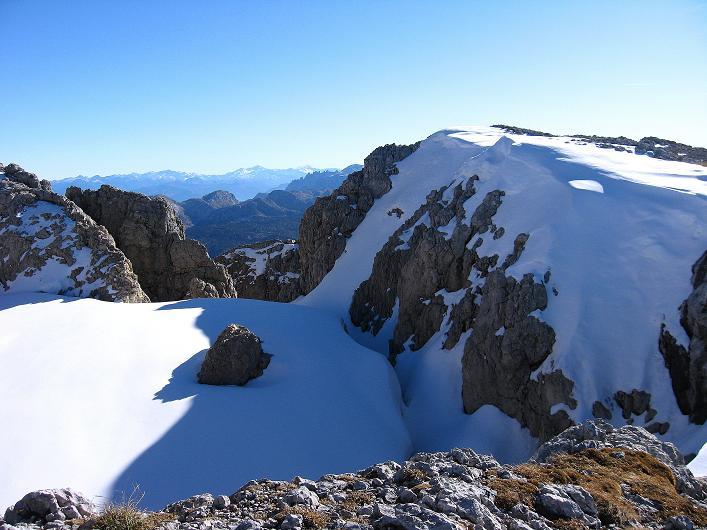 Foto: Andreas Koller / Klettersteig Tour / Klettersteig Mandlgrat / Mannlgrat auf den Hohen Göll (2522m) / Der Gipfelbereich und die Niederen Tauern im S / 30.10.2008 17:10:20
