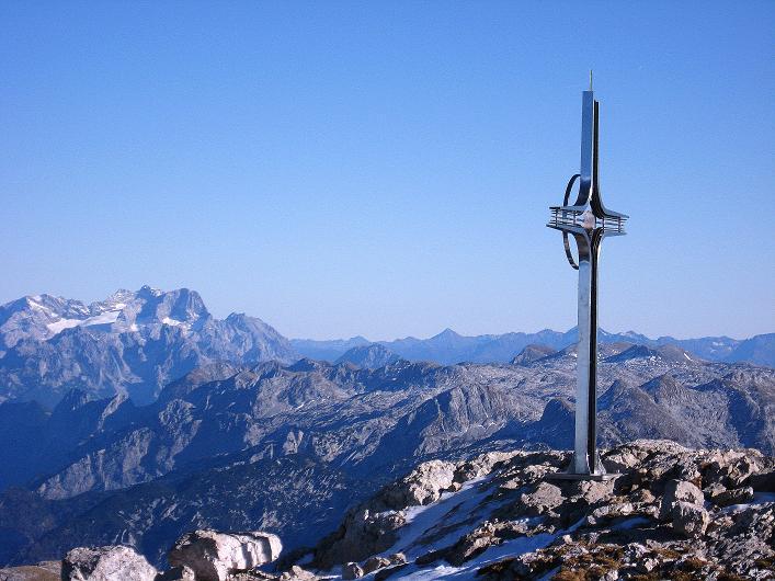 Foto: Andreas Koller / Klettersteig Tour / Klettersteig Mandlgrat / Mannlgrat auf den Hohen Göll (2522m) / Göll-Gipfelkreuz und Dachstein (2996 m) / 30.10.2008 17:09:10