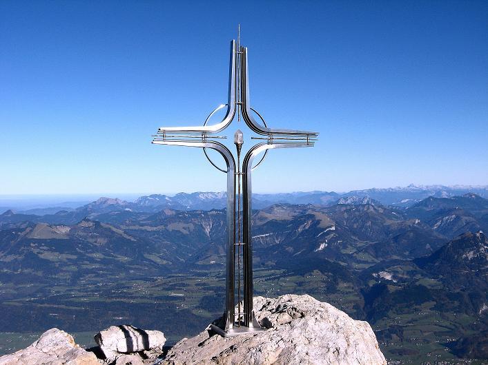 Foto: Andreas Koller / Klettersteig Tour / Klettersteig Mandlgrat / Mannlgrat auf den Hohen Göll (2522m) / Das Göll-Gipfelkreuz mit Blick nach O in die Osterhorngruppe / 30.10.2008 17:08:11