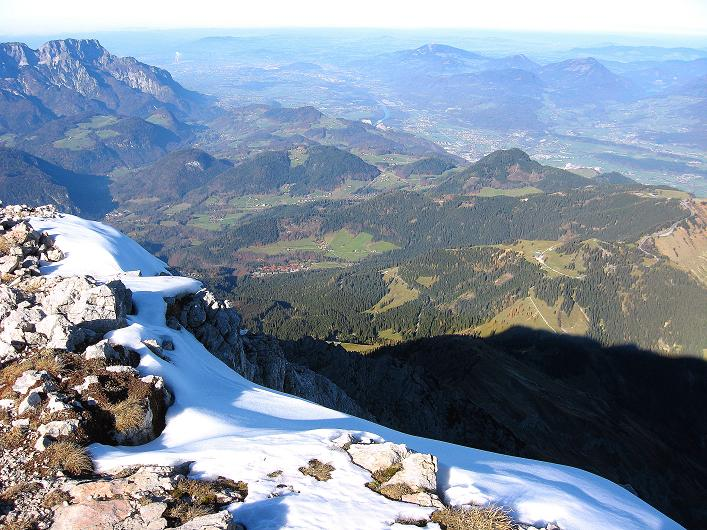 Foto: Andreas Koller / Klettersteig Tour / Klettersteig Mandlgrat / Mannlgrat auf den Hohen Göll (2522m) / Blick vom breiten Gipfel nach N zum Untersberg (1972 m) und nach Salzburg / 30.10.2008 17:07:39
