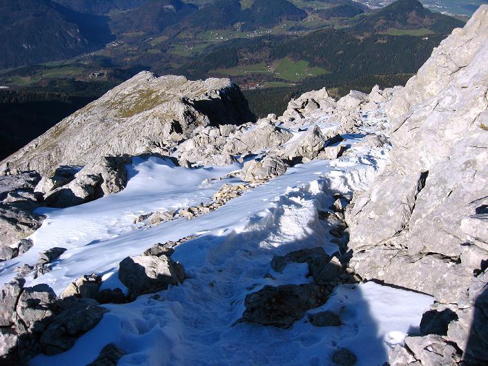 Foto: Andreas Koller / Klettersteig Tour / Klettersteig Mandlgrat / Mannlgrat auf den Hohen Göll (2522m) / Tiefblick über das verschneite Göllleiten / 30.10.2008 17:05:55