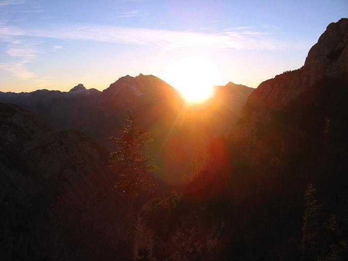 Foto: Andreas Koller / Klettersteig Tour / Klettersteig Mandlgrat / Mannlgrat auf den Hohen Göll (2522m) / Untergehende Sonne über dem Watzmann (2718 m) / 30.10.2008 17:03:32