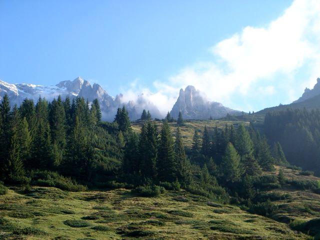 Foto: Manfred Karl / Klettersteig Tour / Grandlspitz – Taghaube – Überschreitung / Etwas rechts der Bildmitte ist der Grandlspitz zu sehen, rechts davon die Taghaubenscharte / 31.10.2008 08:05:31