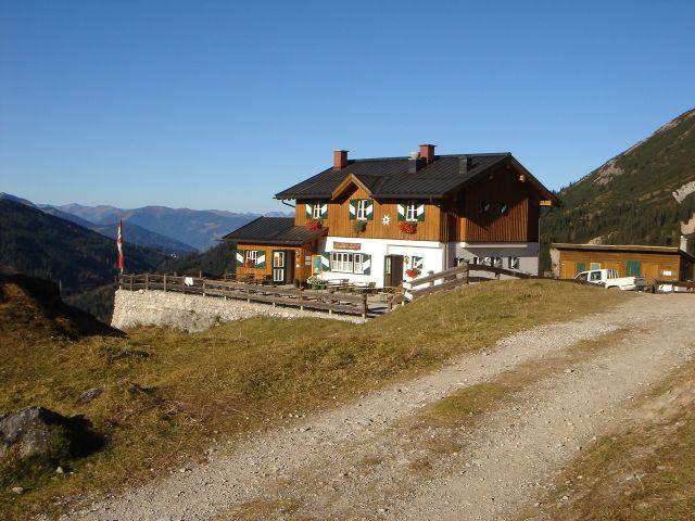 Foto: Manfred Karl / Klettersteig Tour / Grandlspitz – Taghaube – Überschreitung / Hier lässt es sich nach der Tour gut rasten / 31.10.2008 08:04:34