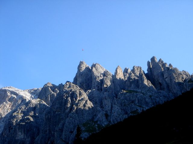 Foto: Manfred Karl / Klettersteig Tour / Grandlspitz – Taghaube – Überschreitung / Hubschrauberbergung am Königsjodler / 31.10.2008 08:03:30