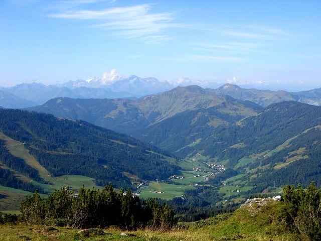 Foto: Manfred Karl / Klettersteig Tour / Grandlspitz – Taghaube – Überschreitung / Weit reicht der Blick in die Hohen Tauern / 31.10.2008 08:03:08
