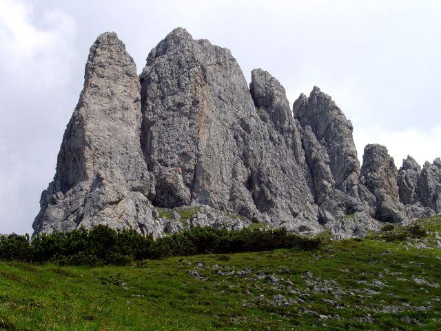Foto: Manfred Karl / Klettersteig Tour / Grandlspitz – Taghaube – Überschreitung / Eindrucksvolle Zacken, die auch schöne Kletterrouten bieten (siehe alpintouren.at) / 31.10.2008 08:01:30