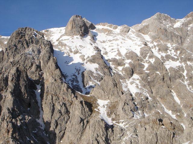 Foto: Manfred Karl / Klettersteig Tour / Grandlspitz – Taghaube – Überschreitung / Blick vom Grandlspitz zum Birgkar, über den linken Grat verläuft der Königsjodler Klettersteig / 31.10.2008 07:52:53