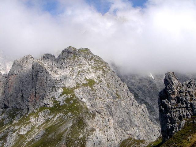 Foto: Manfred Karl / Klettersteig Tour / Grandlspitz – Taghaube – Überschreitung / Links sind Grandlspitz, Süd- und Hauptgipfel zu sehen / 31.10.2008 07:49:48