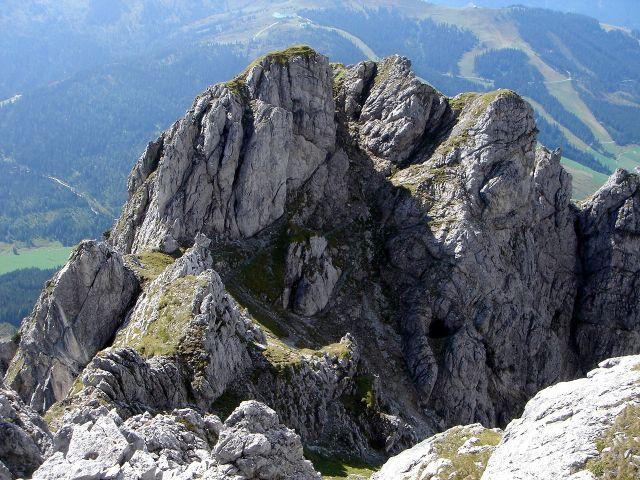 Foto: Manfred Karl / Klettersteig Tour / Grandlspitz – Taghaube – Überschreitung / Tiefblick von der Nördlichen Taghaube auf den weiteren Verlauf der Überschreitung / 31.10.2008 07:49:01