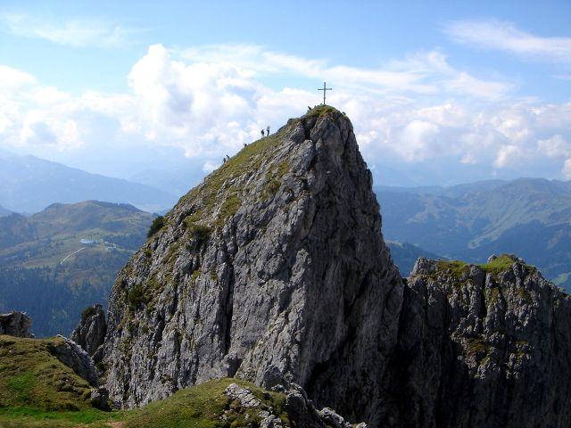 Foto: Manfred Karl / Klettersteig Tour / Grandlspitz – Taghaube – Überschreitung / Von hier aus ein stolzer Gipfel: Südliche Taghaube / 31.10.2008 07:46:13
