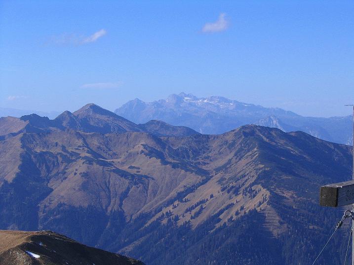Foto: Andreas Koller / Wander Tour / Kammwanderung zum Schreinl (2154m) / Im NW erhebt sich der Dachstein (2996 m) / 04.11.2008 11:06:40