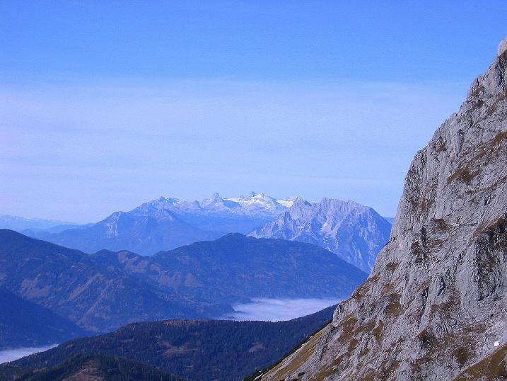 Foto: Andreas Koller / Wander Tour / Admonter Reichenstein (2251m) / Blick von der Felsnase nach W zum Dachstein (2996 m) / 04.11.2008 21:21:40