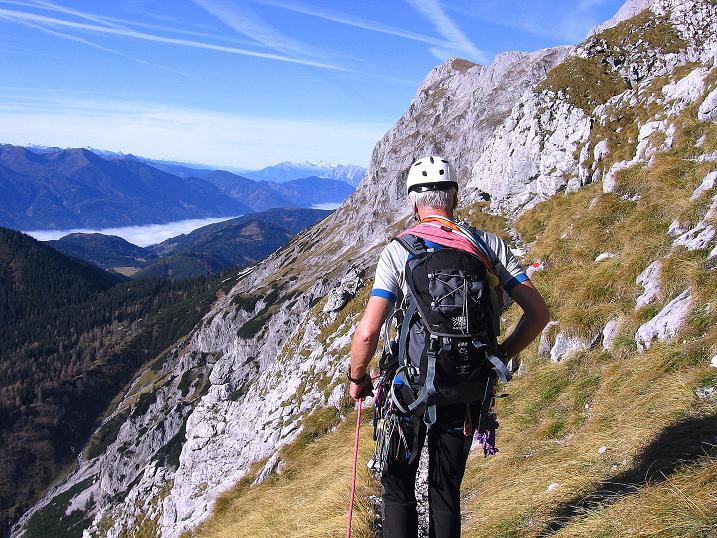 Foto: Andreas Koller / Wander Tour / Admonter Reichenstein (2251m) / Nach der Hertzmann-Kupfer Platte Gehgelände auf einem Band in die S-Schlucht / 04.11.2008 21:19:10