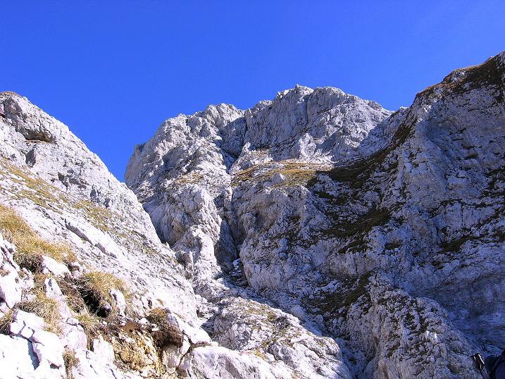 Foto: Andreas Koller / Wander Tour / Admonter Reichenstein (2251m) / Blick aus der Rinne auf das Totenköpfl (2186 m) / 04.11.2008 21:15:03