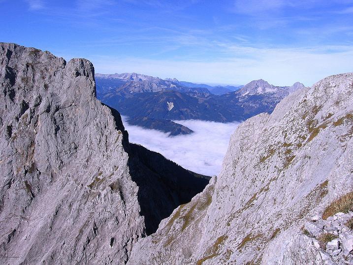 Foto: Andreas Koller / Wander Tour / Admonter Reichenstein (2251m) / Am Sparafeld O-Grat geht der Blick vorbei zu den Haller Mauern, Totem Gebirge und ins Admonter Becken / 04.11.2008 21:11:30