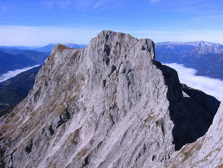 Foto: Andreas Koller / Wander Tour / Admonter Reichenstein (2251m) / Sparafeld O-Grat (2247 m); im Hintergrund Totes Gebirge und Dachsteinmassiv / 04.11.2008 21:10:17