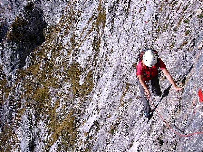 Foto: Andreas Koller / Wander Tour / Admonter Reichenstein (2251m) / Die sher steile und ausgesetzte Herzmann-Kupfer Platte, die im Abstieg hinauf geklettert werden muss. / 04.11.2008 21:00:56