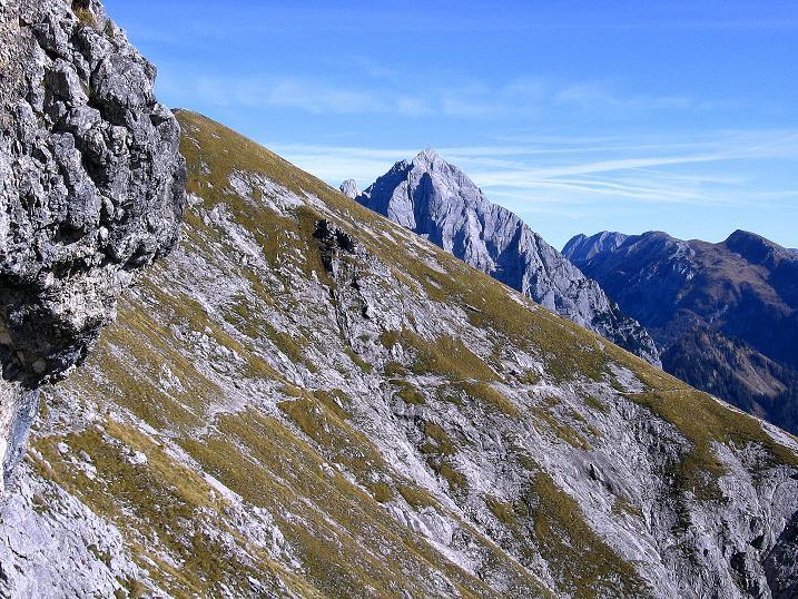 Foto: Andreas Koller / Wander Tour / Admonter Reichenstein (2251m) / Auch die letzten Meter sind noch abschüssig. Blick zum Ödstein (2335 m) / 04.11.2008 20:58:28
