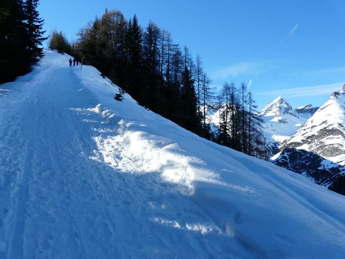 Foto: vince 51 / Schneeschuh Tour / Von Elbigenalp auf die Mutte (2187m) / kurz vor der Hütte / 10.11.2008 22:25:04