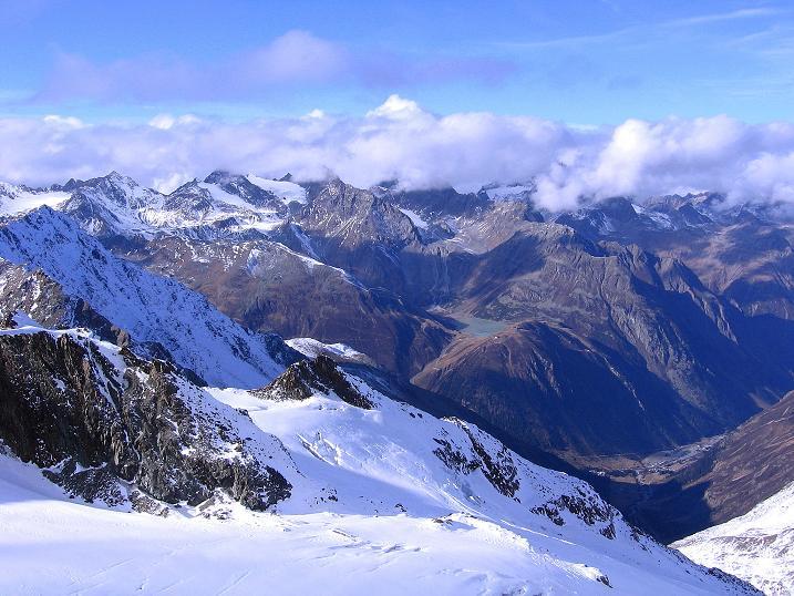 Foto: Andreas Koller / Wander Tour / Über den Tiefenbachferner auf die Innere Schwarze Schneide (3370m) / Blick nach W zum Kaunergrat und Riffelsee / 10.11.2008 22:43:59